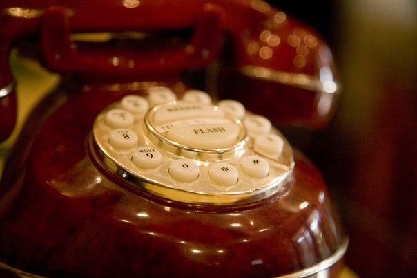 Даже телефон в нашем салоне - тщательно продуманная деталь интерьера