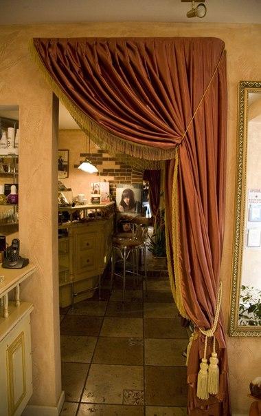 Арочный вход в наше уютное кафе