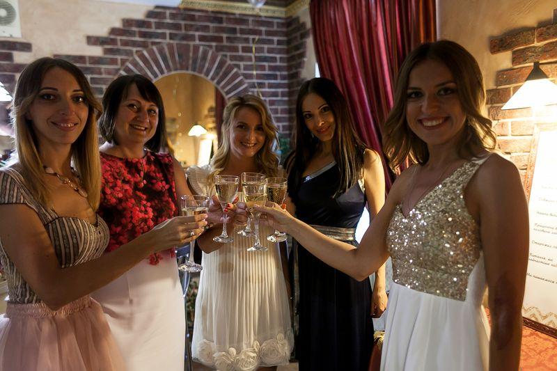 """Фотографії зі святкування 10-ти річчя салону краси """"Цирюльня на Єленський"""" в Кременчуці"""