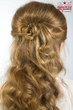 Самые модные укладки на выпускной на длинные волосы